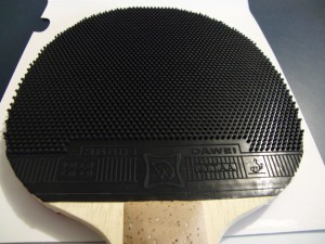 gluing-pimple-tabletennis-rubbers_b